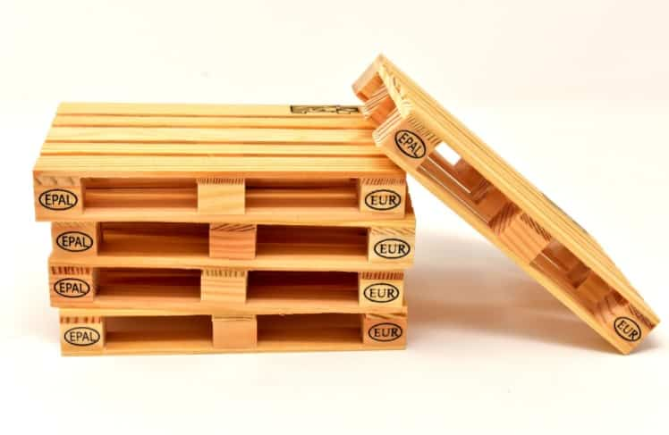 Camas montessori hechas con madera de palets